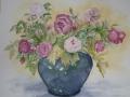 blaue Vase mit Rosen